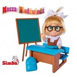 SIMBA Masza w szkolnym stroju przy tablicy