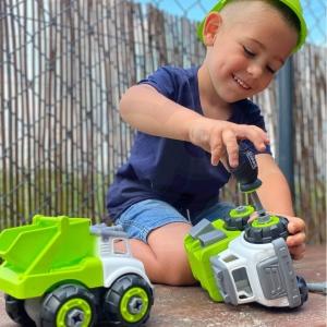 Zestaw Majsterkowicza pomoże dziecku rozwijać swoje pasje. Dziecko wcieli się w rolę konstruktora i będzie bawić się pojazdami bez końca, wymyślając coraz to nowe sposoby na zabawę! W zestawie oprócz pojazdu znajdziemy kask chroniący głowę, śrubokręt oraz śrubki. 🥰Dzięki narzędziom, dziecko może zmieniać swoje pojazdy w ciężarówkę wywrotkę oraz śmieciarkę lub łączyć ich elementy razem! Zabawka rozwija zdolności motoryczne dziecka, inteligencję, kreatywność, wyobraźnię oraz zachęca do integracji rodzic-dziecko podczas wspólnego składania.😍#zabawa #zabawka #pojazd #wywrotka #smieciarka #kreatywność #kreatywnosc #motoryka #woopie #woopietoys #majsterkowanie #śróbka #integracja #dziecko #wyobraźnia #wspolnazabawa #rodzic #ukladanie #łączenie #samochodzik #śrubokręt #kask #diy