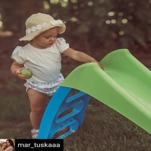 Reposted from @mar_tuskaaa Witajcie ! 🌻Tak późno jeszcze chyba do Was nie pisałam a jestem strasznie wypompowana. Dzien minal nam niezwykle przyjemnie w towarzystwie dwóch przecudownych kobietek ale o tym w kolejnym poście🤭.Na zdjęciu Anusia na swoim działeczkowym mini-placu zabaw. Zjeżdżalnia od @brykacze jest przeznaczona dla dzieci już od pierwszego roku życia, Ania ma 1,5 roczku i to jedyna zjeżdżalnia z której korzysta, te które znajdują się na płacach zabaw są jeszcze zdecydowanie za wysokie. Szeroka podstawa zjeżdżalni od @brykacze sprawia, że jest ona bardzo stabilna. Jutro znów jedziemy na wieś korzystać z pogody i ogródkowych atrakcji.Dobrej nocy ✨ • • • • • #dziewczynka #thisischildhood #brykacze #zjezdzalnia #placzabaw #villagelife #córeczka #mamaicorka #wspolnyczas #babyootd #babyphotography #nawsi #coreczkamamusi #momanddaughter #daughterlove #cutebabies #miłość #mama #tataicorka #familytime #childhoodeveryday #pepco #pepcoinspiruje #fashionstyles2you #kidsinspo #kidsoutfit #modadladzieci