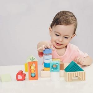 Wspólna zabawa z dzieckiem zawsze niesie ze sobą mnóstwo uśmiechu, a dzięki drewnianym klockom sensorycznym, dziecko poprzez zabawę będzie się prawidłowo rozwijać! 👪🥰Wpłyną one pozytywnie na wyobraźnię, kreatywność, jak i również intelekt małego odkrywcy.🧒❤Klocki zostały stworzone do stymulowania zmysłów malucha poprzez różne kolory, wymyślne wzorki oraz różną fakturę klocków. 😊Zabawa tymi klockami rozwija również: ✅Koncentrację ✅Zręczność ✅Rozpoznawanie kształtów#zabawa #zabawaklockami #klocki #sensoryka #brykacze #kreatywność #koncentracja #rodziczdzieckiem #rodzice #wspolnazabawa #kształty #kolory #skupienie #zreczność #fun #funny #uśmiech #stymulacja #zmysły #wzorki #nauka #rozwoj #cwiczenia #małamotoryka #wyobraźnia #koordynacja #edukacja #happy #kids #classicworld