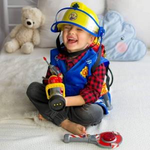Wczoraj w naszej serii #educzwartek poruszyliśmy temat ulubionej zabawy każdego dziecka - odgrywanie ról! Uniwersalna, niesamowicie wciągająca, a przede wszystkim rozwijająca kreatywność oraz umysł dziecka. Jeżeli jeszcze jej nie widzieliście, to zachęcamy do nadrobienia. Przygotowaliśmy dla was kilka naszych propozycji na zabawę w ogrywanie ról. Dzięki nim dziecko może wcielić się w lekarza, zajmując się chorym misiem, gasić wielkie pożary jako strażak lub naprawiać samochodziki z tatą w pokojowym warsztacie. Możliwości zabawy jest wiele, a ograniczeniem jest tylko wyobraźnia!😍#odgrywanieról #zabawa #wspólnazabawa #zabawki #odgrywanieroli #rodzic #lekarz #warsztat #kucharz #lalka #małyodkrywca #pluszak #kuchnia #narzedzia #wiertarka #majsterkowicz #kreatywnosc #kreatywność #wyobraźnia #wspolpraca #współpraca #opiekunka